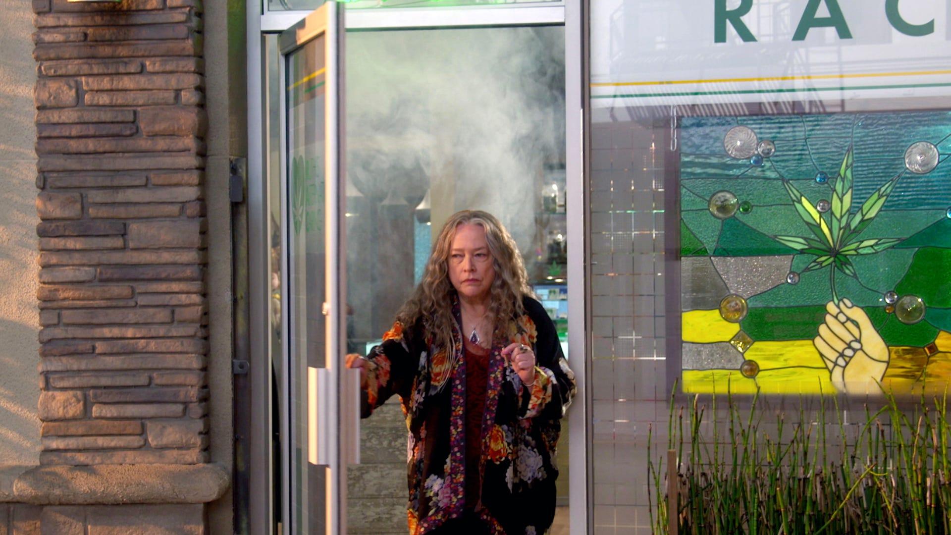 Kathy Bates, Disjointed