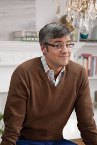 Mo Rocca as Officiant
