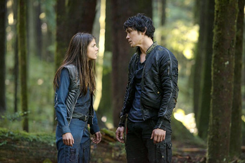 """The 100 - Season 1 """"Twilight's Last Gleaming"""" - Marie Avgeropoulos and Bob Morley"""