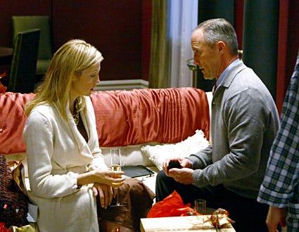 "Gossip Girl - Season 1, ""Roman Holiday"" - Kelly Rutherford as Lily, Robert John Burke as Bart Bass"