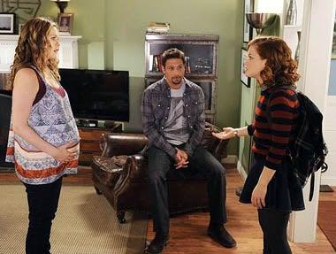 "Suburgatory - Season 1 - ""The Great Compromise"" - Alicia Silverstone, Jeremy Sisto, Jane Levy"