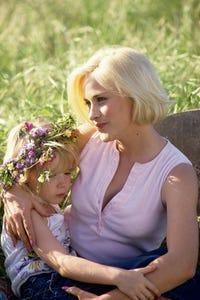 Rachel Duncan as Liz