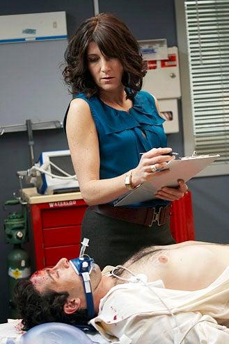 """Nurse Jackie - Season 3 - """"Rat Falls"""" - Eve Best"""