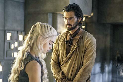 "Game of Thrones - Season 4 - ""Mockingbird"" - Emilia Clarke and Michiel Huisman"
