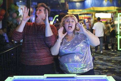 """Super Fun Night - Season 1 – """"The Set Up"""" - Nate Torrence, Rebel Wilson"""