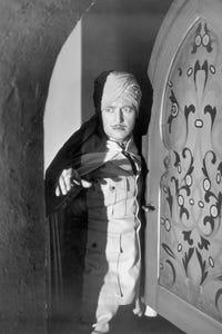Edmund Lowe as William Trumbull