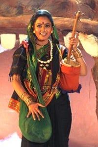 Soundarya as Sundari