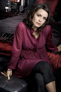 Shannyn Sossamon as Beth Raymond
