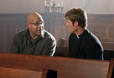 "V - Season 1 - ""Pound of Flesh"" - D Harlan Cutshall, Joel Gretsch"