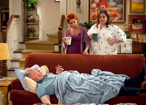"Mike & Molly - Season 2 - ""Bachelor / Bachelorette"" - Melissa McCarthy, Swoosie Kurtz, Francis Guinon"