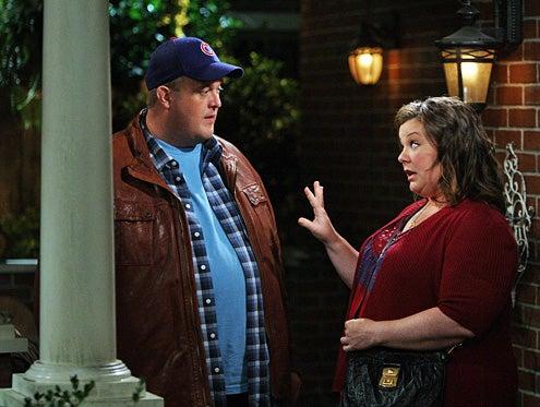 "Mike & Molly - Season 1 - ""Carl is Jealous"" - Billy Gardell, Melissa McCarthy"