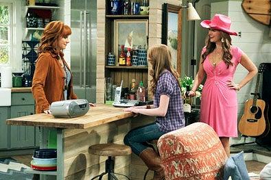 "Malibu Country - Season 1 - ""Pilot"" - Reba McEntire, Juliette Angelo and Sara Rue"