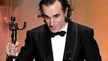 "Day-Lewis Dedicates SAG Win to Heath Ledger, a ""Unique, Perfect"" Actor"