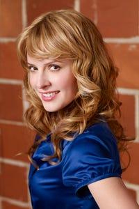 Jenny Wade as Cleo Jennings