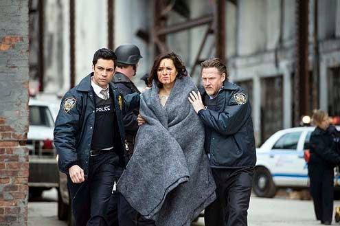 "Law & Order: Special Victims Unit - Season 15 - ""Post Mortem Blues"" - Danny Pino, Mariska Hargitay and Donal Logue"