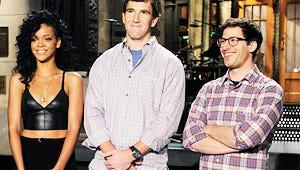 NFL Star Eli Manning Tebows, Dresses in Drag for SNL