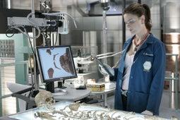 Bones, Season 1 Episode 3 image