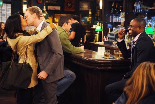 "How I Met Your Mother - Season 7 - ""Noretta"" - Neil Patrick Harris, Nazanin Boniadi, Wayne Brady"