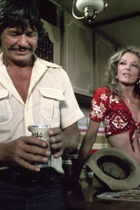 Sheree North as Isabelle Flagg