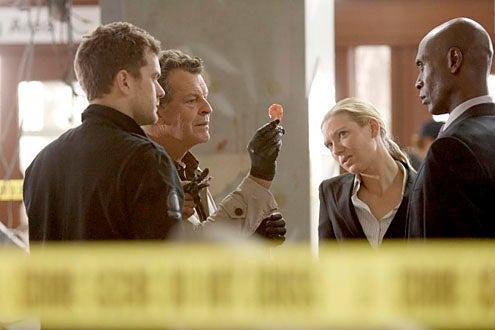 """Fringe - Season 2 - """"Fracture"""" - Joshua Jackson, John Noble, Anna Torv and Lance Reddick"""