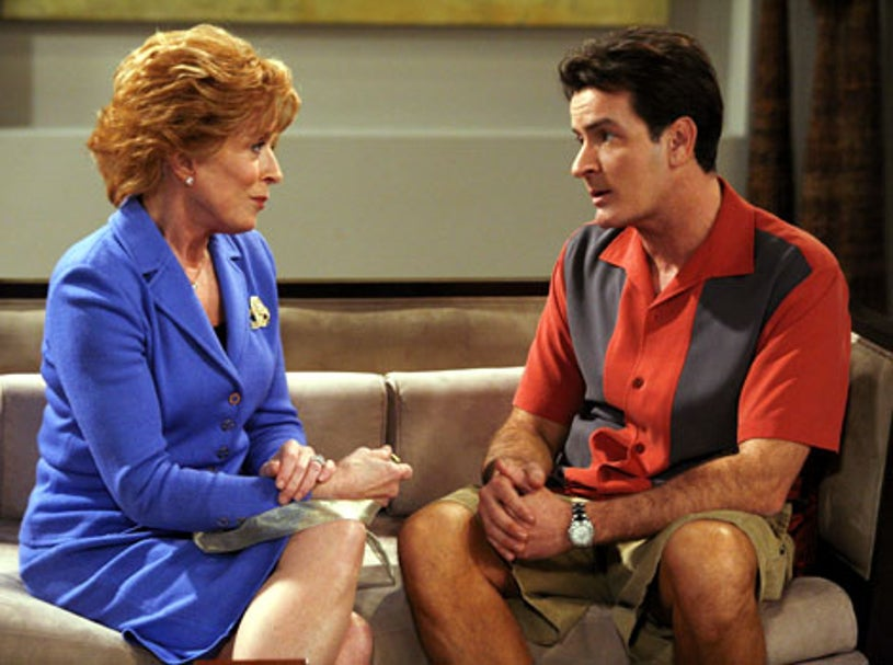 """Two and a Half Men - Season 6, """"The Devil's Lube"""" - Holland Taylor as Evelyn, Charlie Sheen as Charlie"""