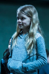 Kylie Rogers as Młoda Katie