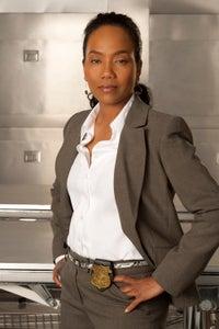 Sonja Sohn as Trish Evans