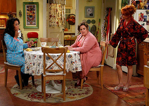 "Mike & Molly - Season 2 - ""Goin' Fishin"" - Melissa McCarthy as Molly, Katy Mixon as Victoria, Swoosie Kurtz as Joyce"