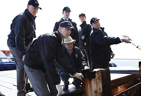 "NCIS - Season 7 - ""Moonlighting"" - Mark Harmon, Sean Murray, David McCallum, Brian Dietzen, Cote de Pablo, Michael Weatherly"