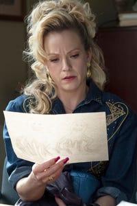 Amanda Clayton as Kelly Burbage