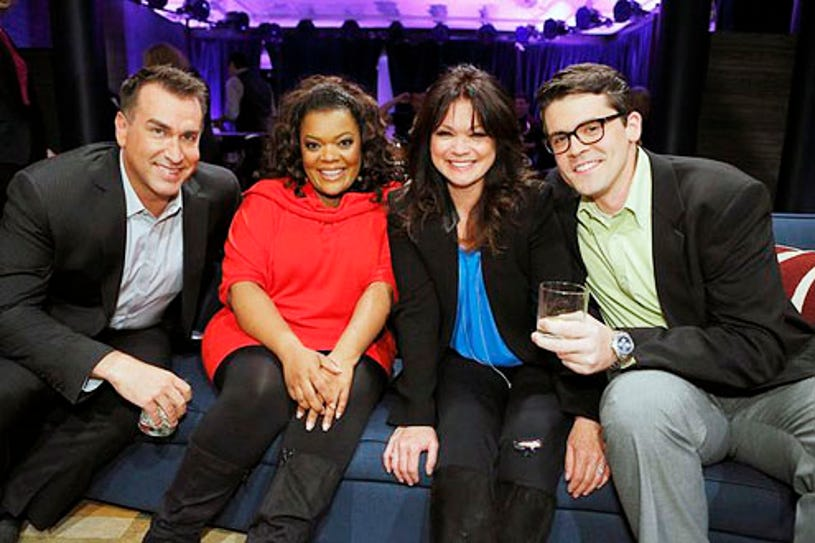 Hollywood Game Night - Season 1 - Rob Riggle, Yvette Nicole Brown, Valerie Bertinelli and Contestant