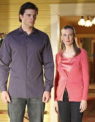 "Smallville - Season 9 - ""Hostage"" - Tom Welling, Annette O'Toole"