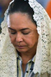 Charo Santos-Concio as Rowena Guatlo