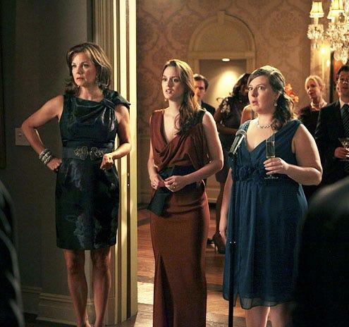 "Gossip Girl - Season 4 - ""The War at the Roses"" - Margaret Colin, Leighton Meester and Zuzanna Szadkowski"
