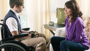 First Look: Katey Sagal Plays Mom on Glee