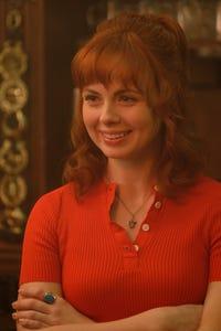Galadriel Stineman as Nina Sutton