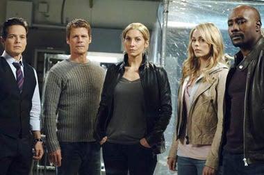 "V - Season 2 - ""Devil in a Blue Dress"" - Scott Wolf, Joel Gretsch, Elizabeth Mitchell, Laura Vandervoort, Morris Chestnut"