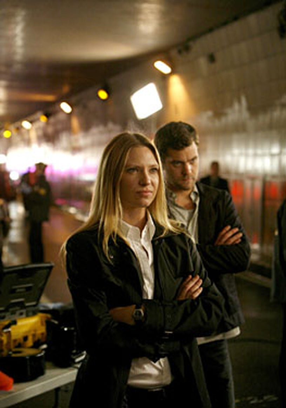 "Fringe - Season 1 - ""The Ghost Network"" - Anna Torv as Olivia, Joshua Jackson as Peter"