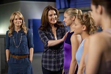 """Make It or Break It - Season 2 - """"Friends Close, Enemies Closer"""" - Candace Cameron Bure, Peri Gilpin"""