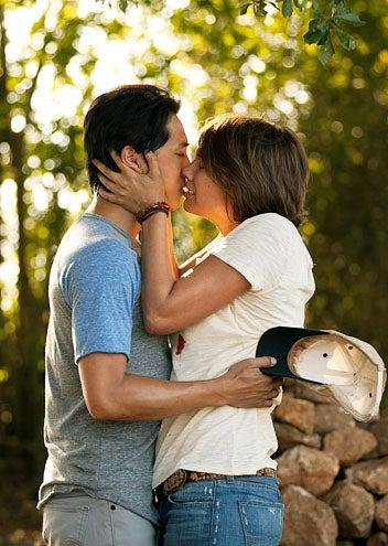 "The Walking Dead - Season 2 - ""Secrets"" - Steven Yeun and Lauren Cohan"
