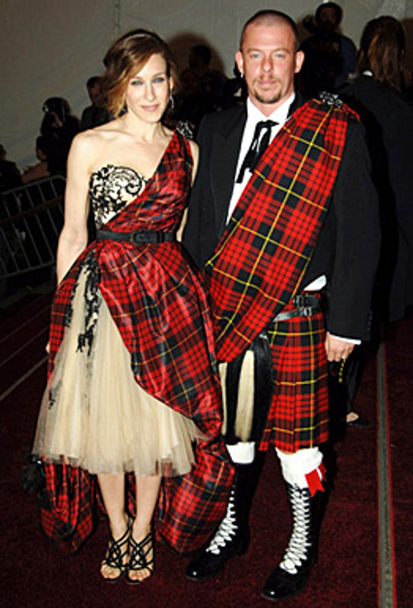"""Sarah Jessica Parker and Alexander McQueen - """"AngloMania"""" Costume Institute Gala at The Metropolitan Museum of Art - Celebrating """"AngloMania: Tradition and Transgression in British Fashion"""" - May 1, 2006 - New York City, NY"""
