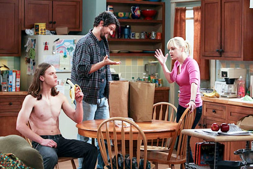 """Mom - Season 1 - """"Pilot"""" - Spencer Davis, Matt Jones and Anna Faris"""