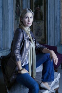 Kelly Rutherford as Samantha `Sonny' Liston