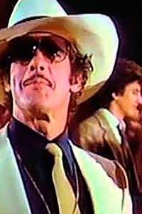 Andrés García as Roy