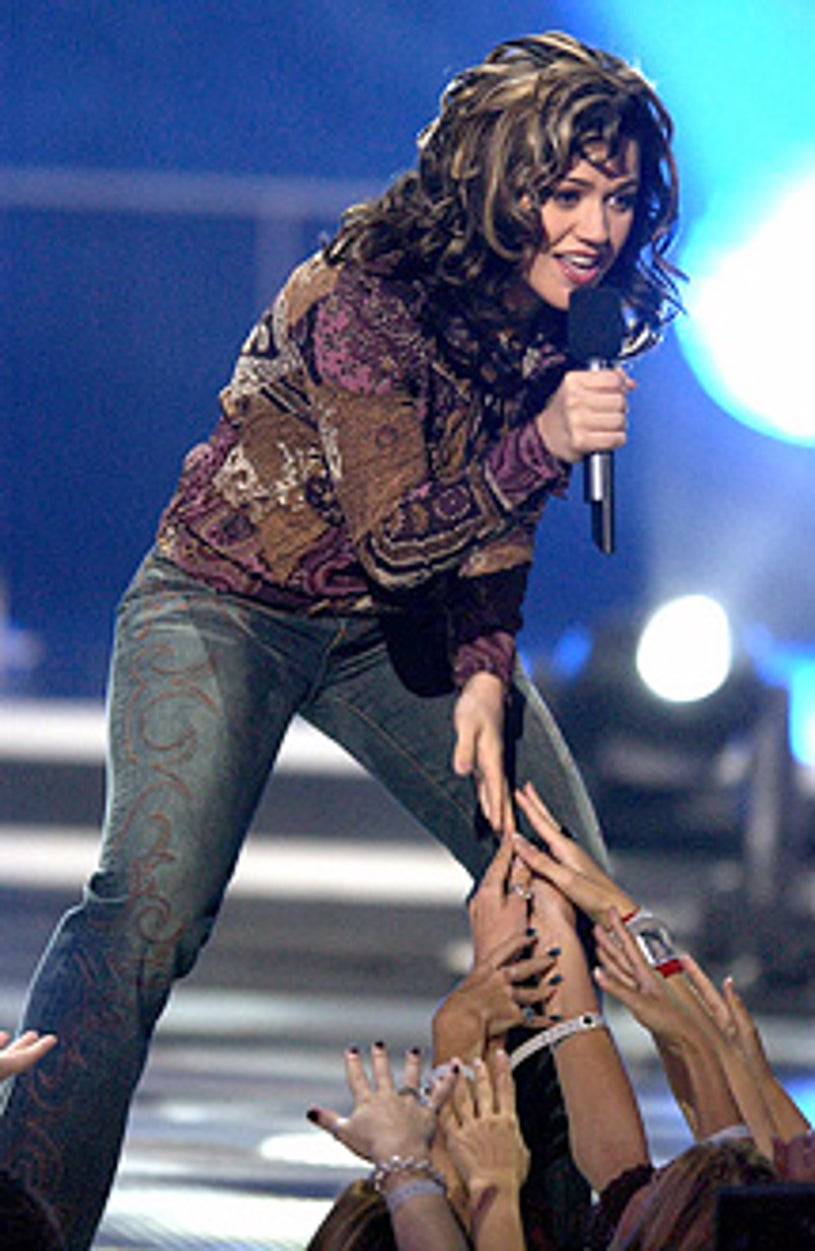 """Kelly Clarkson - """"American Idol: The Search for a Superstar"""" finale results show, September 4, 2002"""