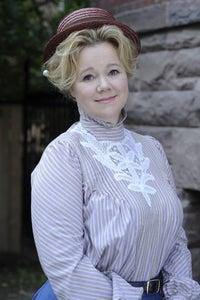 Caroline Rhea as Jennifer