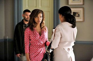 "Scandal - Season 2 - ""The Other Woman"" - Guillermo Diaz, Elise Neal, and Kerry Washington"