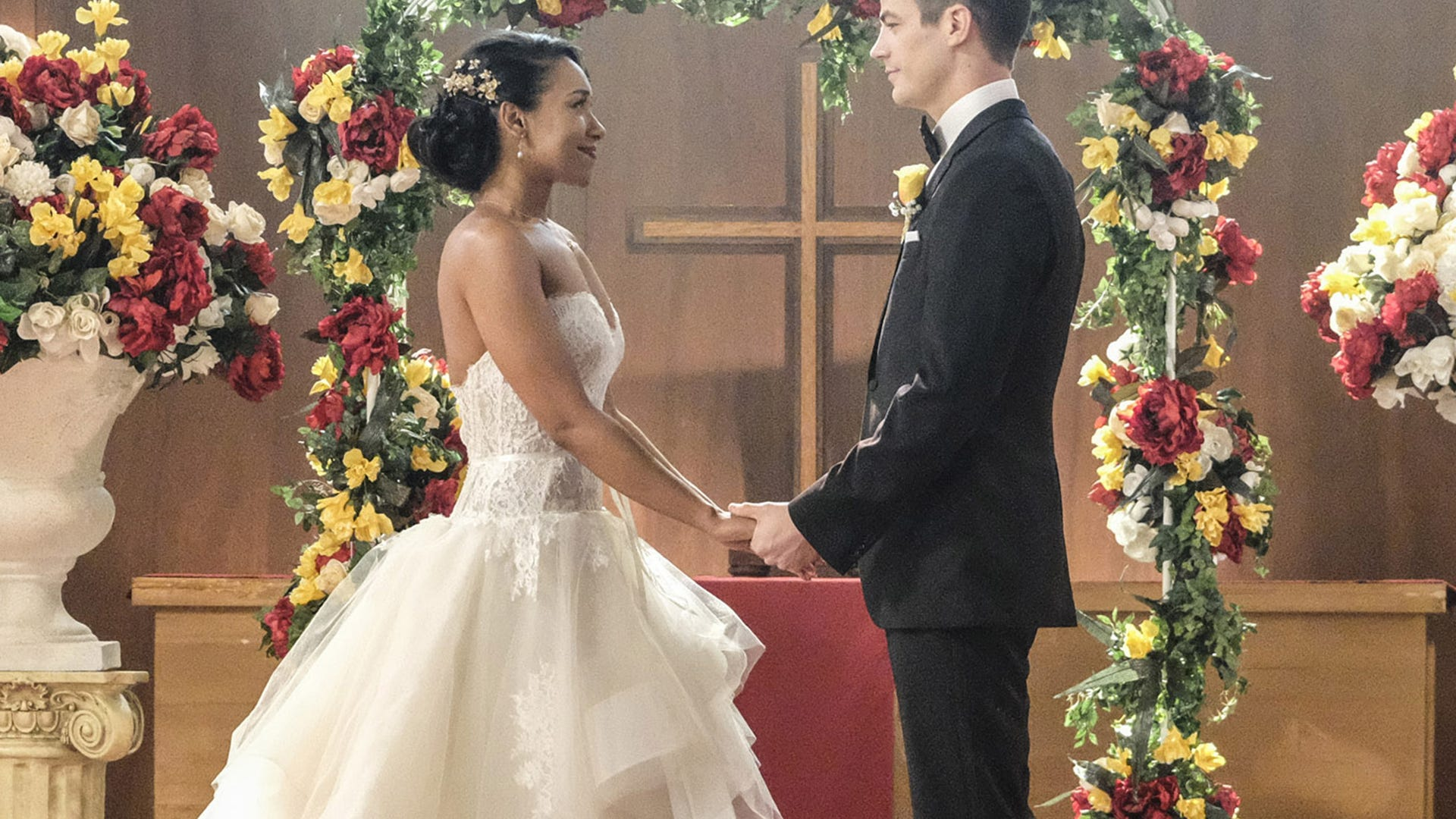 Candice Patton and Grant Gustin, Supergirl