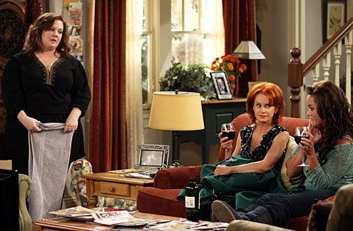 "Mike & Molly - ""Mike in the House"" - Melissa McCarthy, Swoosie Kurtz, Katy Mixon"