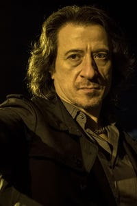 Federico Castelluccio as Frank Chess